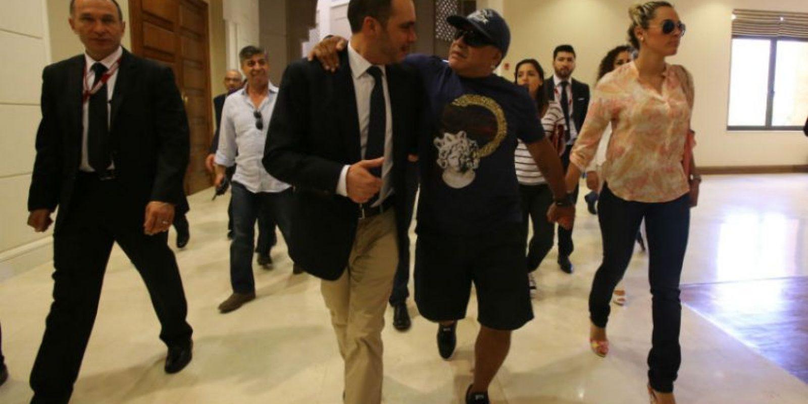 Maradona apoya la candidatura del Príncipe Ali Bin Al Hussein, candidato opositor de Blatter Foto:Getty Images