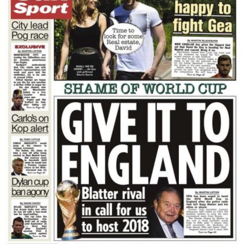 """The Sun: """"La vergüenza de la Copa del Mundo. Dénsela a Inglaterra. El rival de Blatter nos llama para organizarla en 2018"""". Foto:thesun.co.uk"""