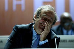 De hecho, tras destaparse el escándalo de corrupción en la FIFA, Platini pidió la renuncia de Blatter. Foto:Getty Images