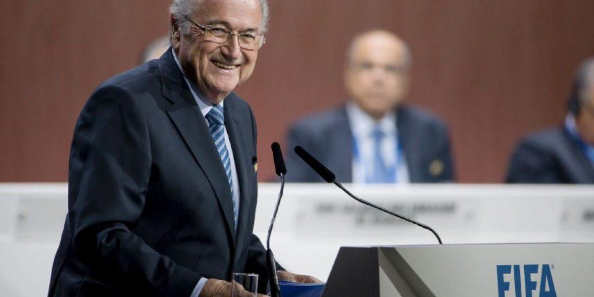 Blatter gana elección y seguirá al mando de la FIFA por 4 años más