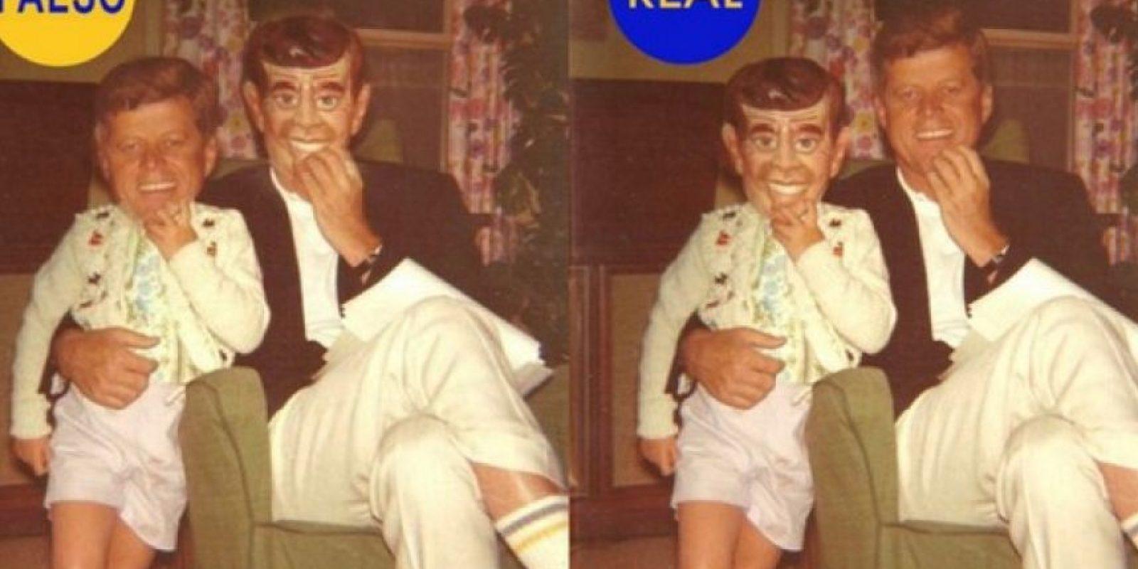 JKF y su hija llevando una máscara suya: Esta foto es muy popular en Twitter. Se supone que es John Fitzgerald Kennedy y su hija, quien lleva una máscara de cartón con la cara de su propio padre. Las caras están intercambiadas. Foto:Flickr – Archivo