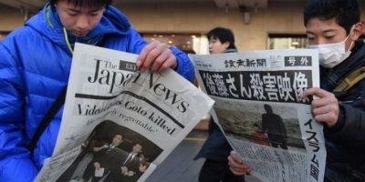 Haruna Yukawa y Kenji Goito fueron asesinados por el grupo en enero de 2015. El grupo le dio 72 horas al gobierno japonés para negociar un rescate de 200 millones de dólares, la misma cantidad que Japón aportó para la lucha contra el terrorismo. Foto: AFP