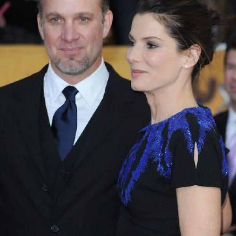 5. Entre 2005 y 2010, Sandra Bullock estuvo casada con Jesse James, un famoso fabricante de motocicletas que apareció en varios reality shows Foto:vía Getty Images