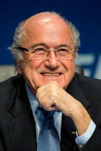 ¿Por qué Blatter sigue al frente de una institución que enfrenta serias acusaciones de corrupción y es el tercer hombre con más años en el poder de la FIFA (suma 17 años como presidente, mientras que Jules Rimet ocupó el cargo en 33 años y Joao Havelange fue mandamás por 24 años)? Foto:Getty Images