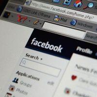 63% están en Facebook mientras escuchan radio o música. Foto:Getty Images