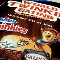 Pudo comer 120 Twinkies en 6 minutos Foto:Vía Instagram/matt_stonie
