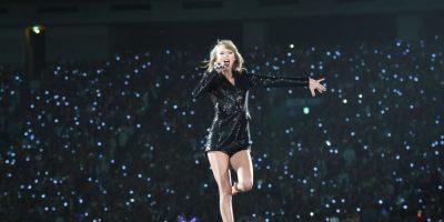 Las pulsera con luces intermitentes que les dieron en el concierto fue lo que llamó la atención Foto:Getty Images
