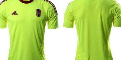 """La """"Vinotinto"""" usará el tradicional vino en el uniforme principal, pero apostaron por este verde fosforescente para el de visitante. Foto:Adidas"""