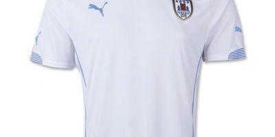 La camiseta de visitante es en blanco. Foto:Puma