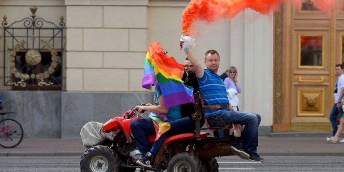 FOTOS: Agreden a activistas pro derechos de los homosexuales en Rusia