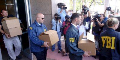 Agentes del FBI con evidencia del caso de la FIFA. Foto:AFP