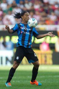 Tiene un año más de contrato con Querétaro de México, pero desde inicios de año se maneja su salida del club. Según ESPN, su hermano, Roberto de Assis Moreira aseguró que el brasileño tiene una oferta del New York City de la MSL, además de un equipo de China y otro de Catar. Foto:Getty Images