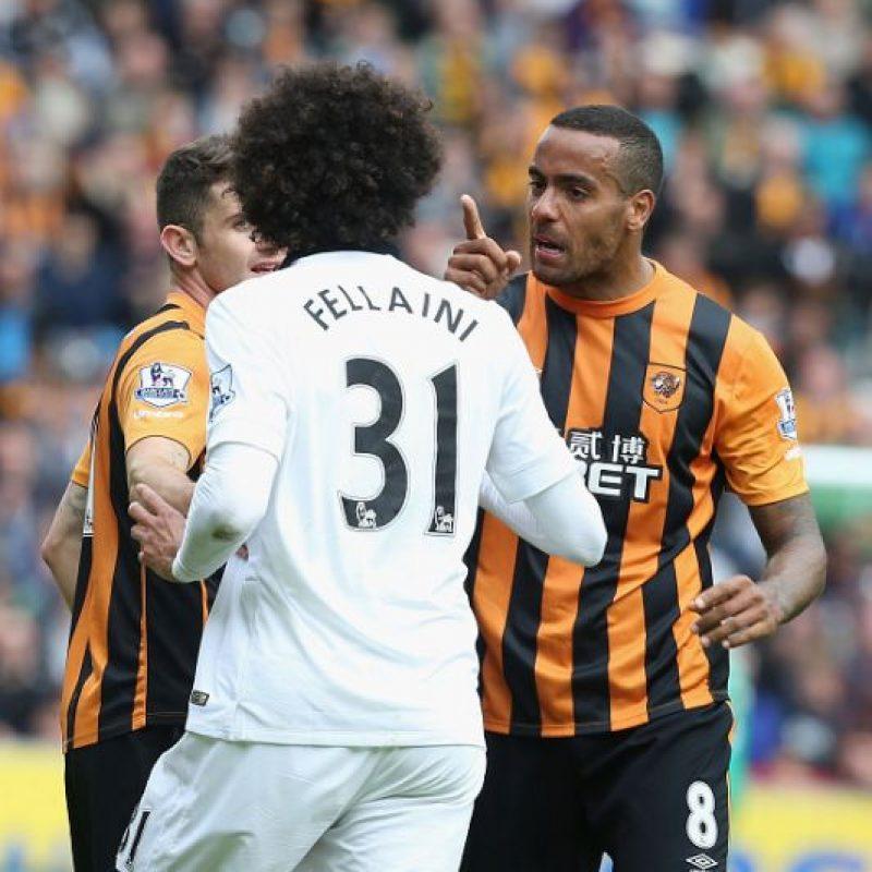 La acción de Fellaini provocó molestia entre los compañeros de McShane por lo duro de su entrada. Foto:Getty Images