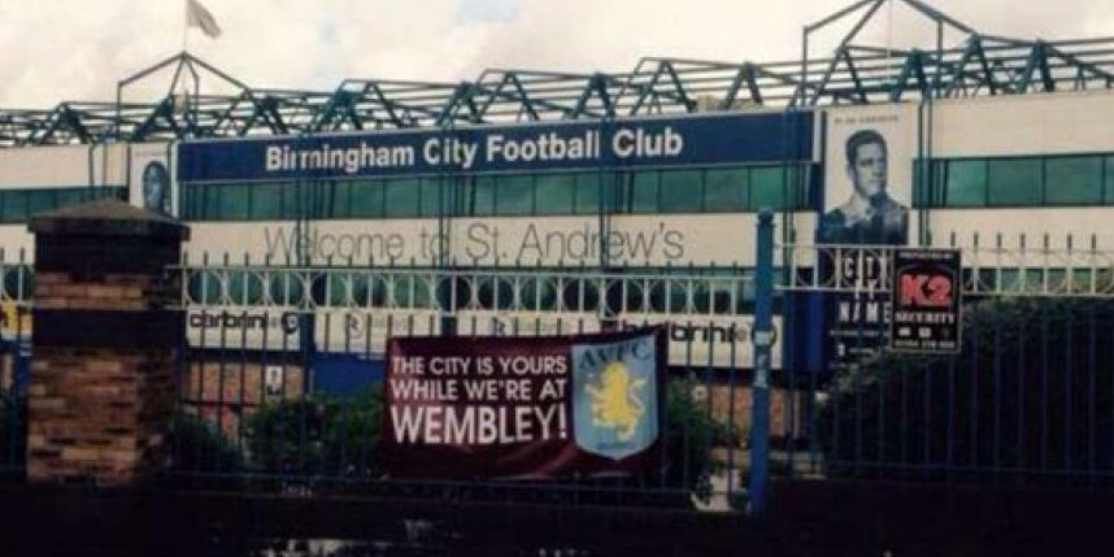 Aston Villa le dejó un mensajito al Birmingham City, su tradicional rival. Foto:Twitter.com/troll__football