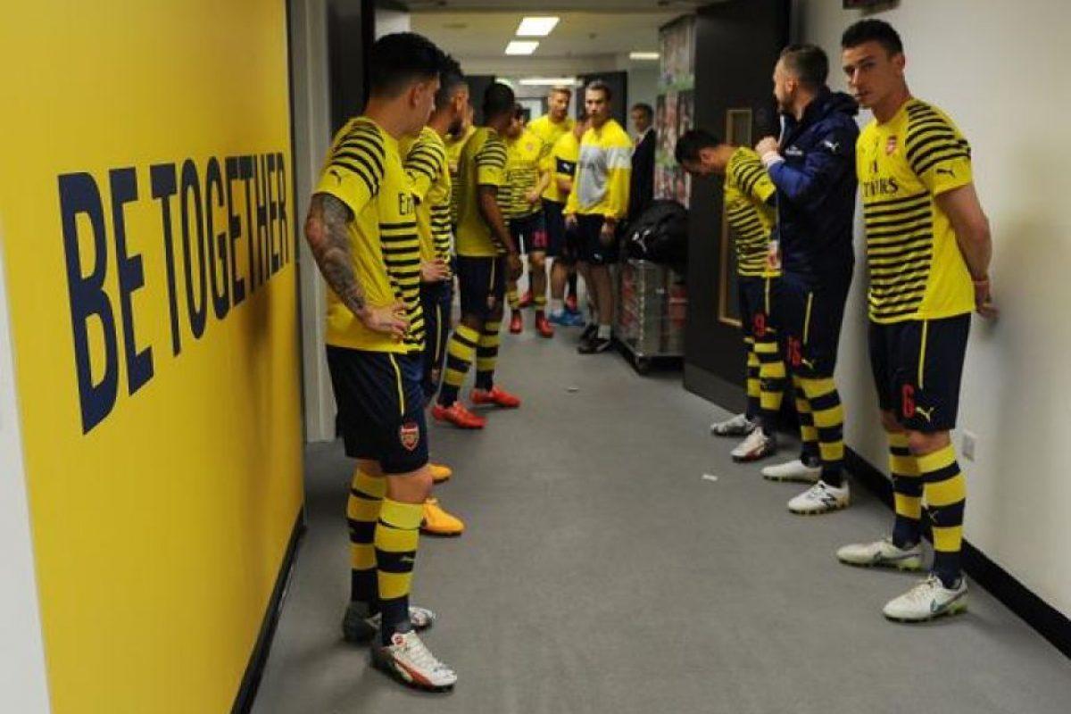 Los futbolistas de Arsenal, en el túnel antes de saltar a la cancha. Foto:Vía twitter.com/arsenal