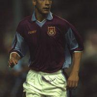 """De 1996 al 2000 militó en el West Ham. Con los """"Hammers"""" jugó 127 partidos y marcó dos goles. Foto:Getty Images"""