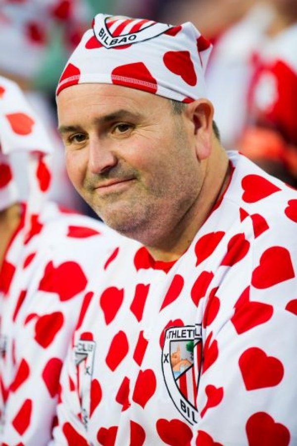 Nada es suficiente cuando se trata de apoyar a tu equipo, o ¿qué opinan del traje de este aficionado vasco? Foto:Getty Images