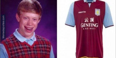 Ya descubrimos de dónde viene la mala suerte del Aston Villa. Foto:memedeportes.com