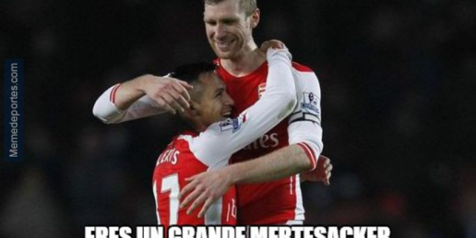 Mertesacker también colaboró en el título del Arsenal. Foto:memedeportes.com