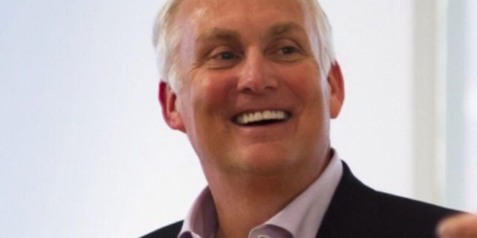 A sus 55 años fallece el presidente de American Express Co. Foto:Vía Twitter @edgilligan