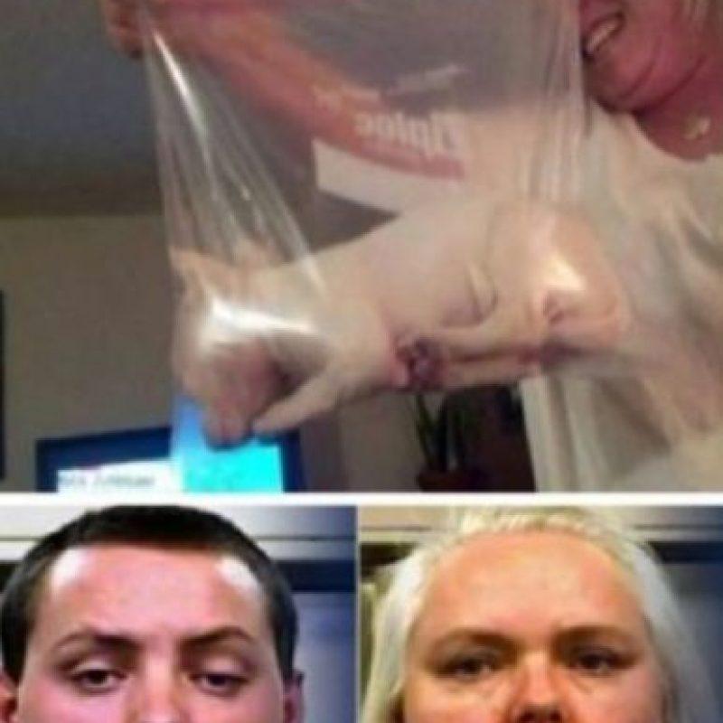 Se les ocurrió meter a su perrito en una bolsa plástica: Mary Snell y su hijo Britton James, fueron arrestados por crueldad animal luego de que metieron a su nuevo cachorro en una bolsa plástica para congelar. Así, posaron orgullosos. Esto llevó a que alguien los denunciara a la Policía. El perrito ahora es cuidado por otro miembro de la familia. Foto:vía Oddee