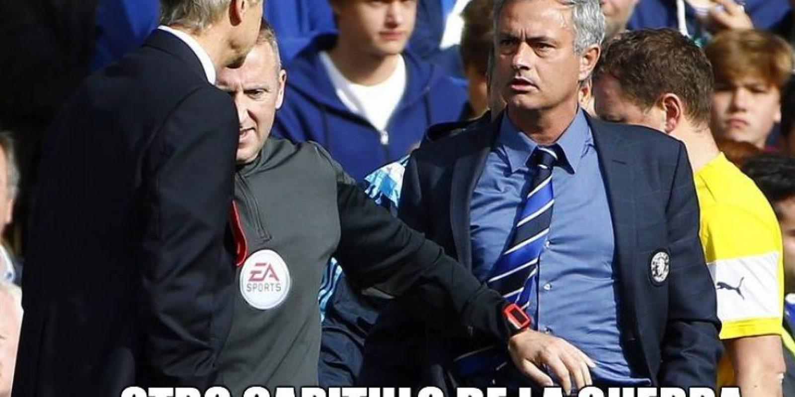 "La ""guerra"" entre ""Mou"" y Wenger continúa… Foto:Twitter.com/troll__football"