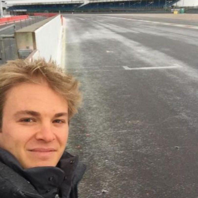 Es de las estrellas de la Fórmula 1 en la actualidad pues forma parte del equipo Mercedes. Antes estuvo en Williams. Foto:Vía twitter.com/nico_rosberg