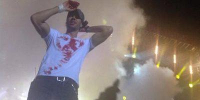 """Incluso llegó a dibujarse un corazón con la sangre que manaba, para señalar su """"amor"""" a los fanáticos Foto:Twitter – @NYSpanish"""