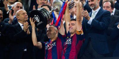 Este fue uno de los últimos trofeos que Xavi ganó con el equipo culé. Foto:Getty Images