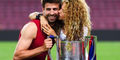 Gerrard Piqué aprovechó para tomarse la foto del recuerdo con su novia, la cantante colombiana Shakira, madre de sus dos hijos Sasha y Milan. Foto:Getty Images