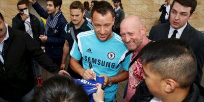 El capitán Terry repartió fotos y autógrafos a los hinchas. Foto:Getty Images