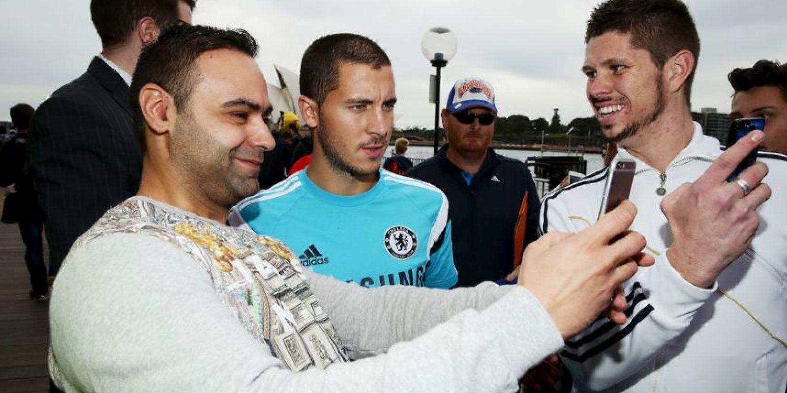 Eden Hazard no sólo fue solicitado por los árbitros, sino también por los fans. Foto:Getty Images