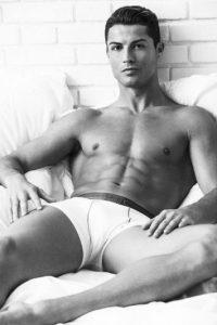 """Por eso, ya sea en redes sociales, o durante un partido, Cristiano aprovecha para """"presumir"""" su cuerpo. Foto:Vía instagram.com/Cristiano"""