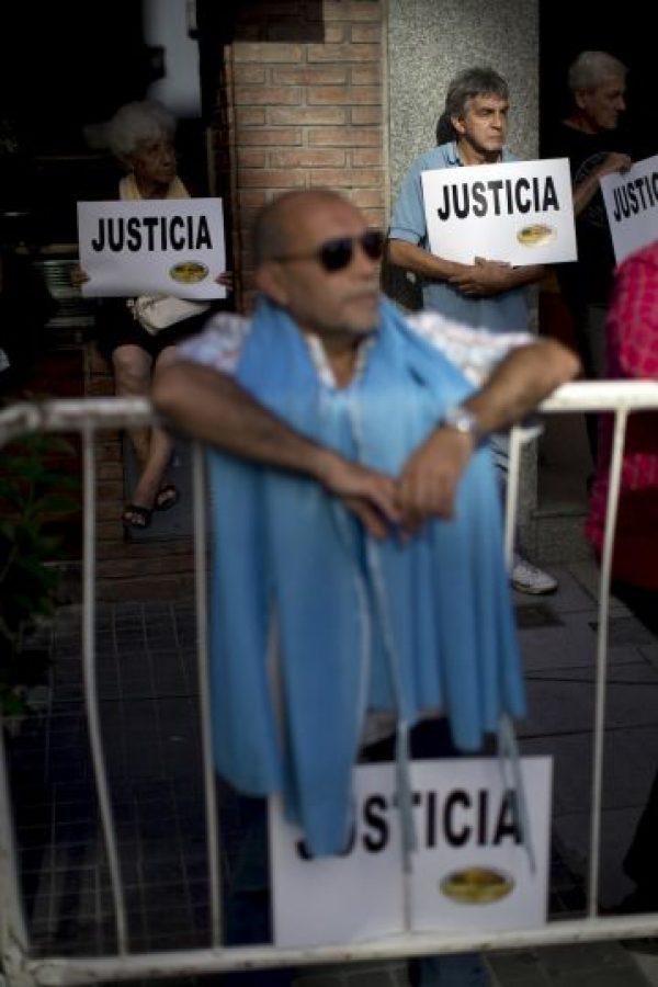 8. Durante la madrugada del lunes 19 de enero, el cuerpo del fiscal Alberto Nisman fue encontrado en el baño de su vivienda, con un disparo en la cabeza. La autopsia ha concluido y se espera que en las próximas horas se den a conocer los primeros resultados. Foto:AP