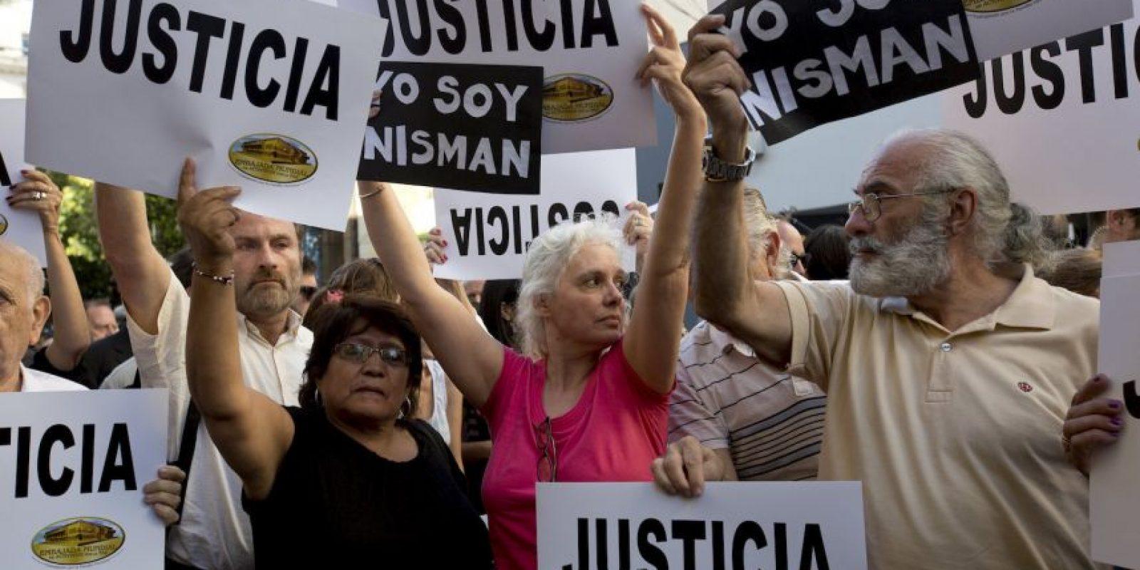 """9. Al respecto hablamos con el catedrático chileno Raúl Sohr, quien comenta: """"Es un caso extremadamente complejo, en el cual hay que establecer primero la verdad"""". Además añade: """"Si las acusaciones del fiscal son ciertas, el daño puede ser de gran tamaño para el gobierno de la Presidenta Fernández"""". Foto:AP"""