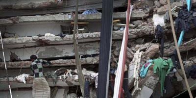 Al menos mil 100 personas murieron. El edificio conocido como Rana Plaza era propierdad de uno de los dirigentes del partido gobernante, Sohel Rana. Foto:AP