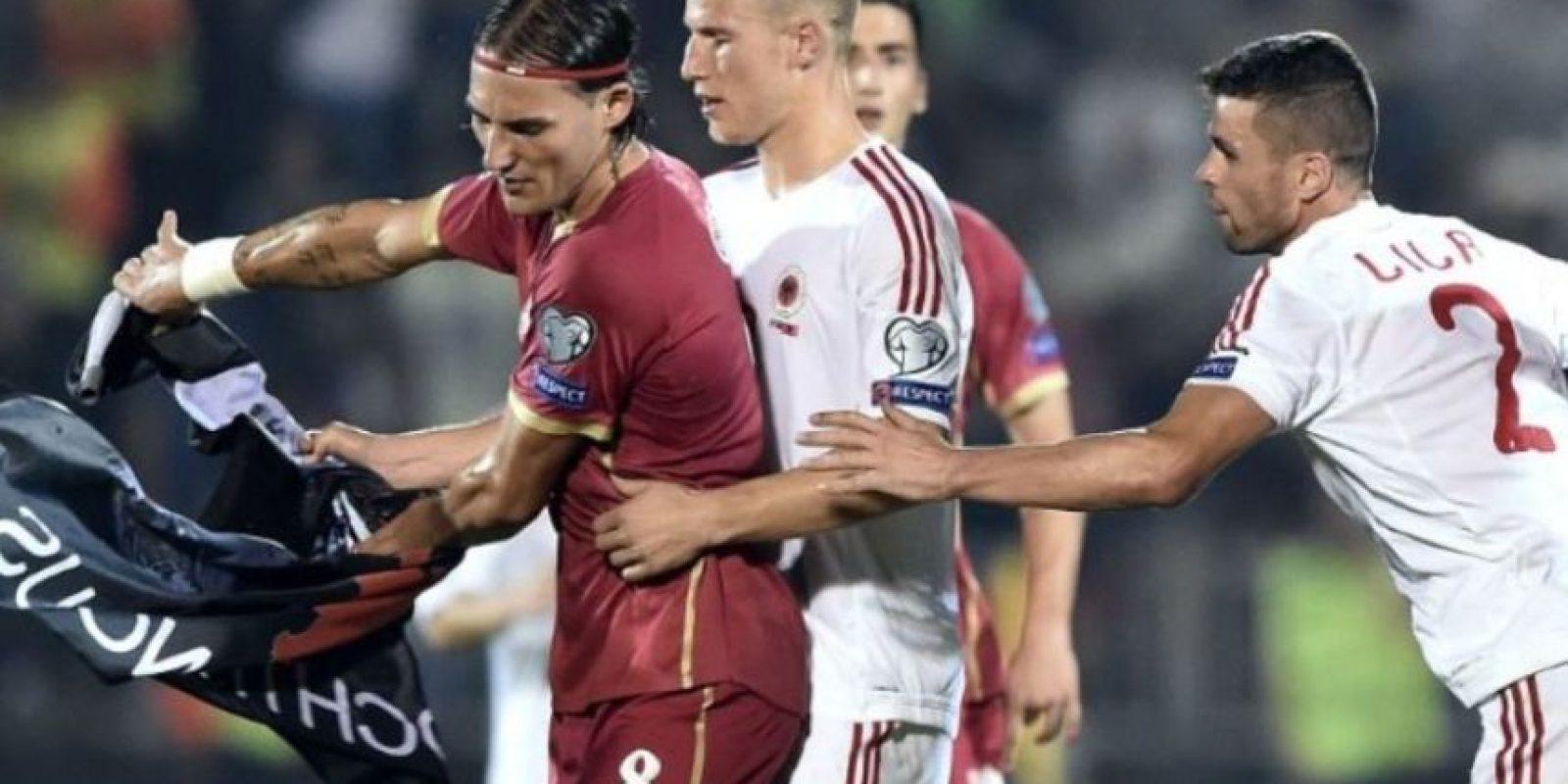 2) En octubre pasado, el partido rumbo a la Euro 2016 entre Serbia y Albania fue suspendido por culpa de un drone. Foto:AFP