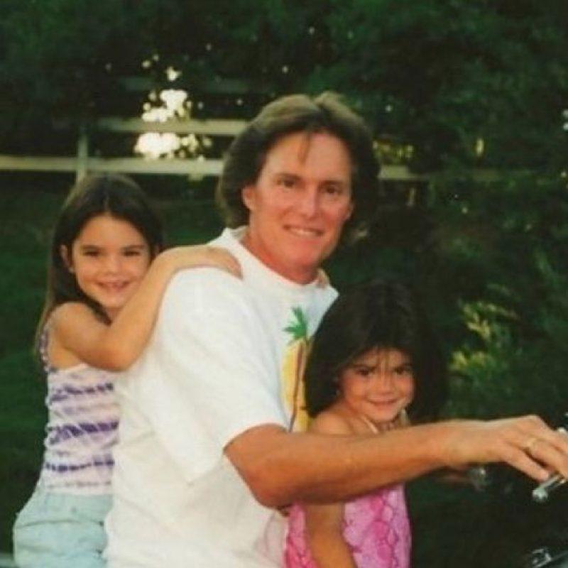 """Llámame Caitlyn"", es el titular con el que se presentó el padre de Kylie y Kendall Jenner. Foto:Twitter/KendallJenner"