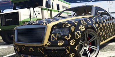 Un auto Enus Windsor con rotulaciones de famosos diseñadores de Rockford Hills. Foto:Rockstar Games