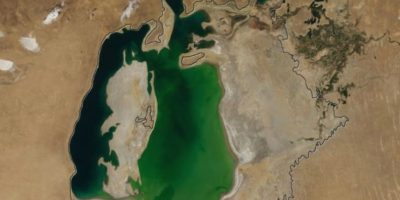 El lago Mar Aral, localizado en la frontera de Kazajstán y Uzbekistán casi ha desaparecido. Aquí una foto de 2000. Foto:Vía climate.nasa.gov
