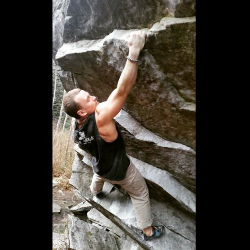 Se ha hecho famoso en redes sociales por compartir sus aventuras extremas. Foto:Vía instagram.com/carlmarrs