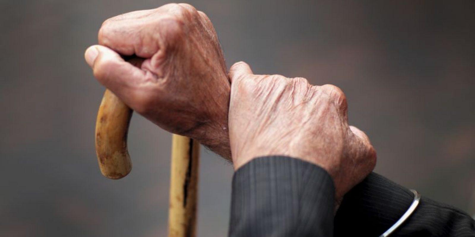 Detienen a hombre de 95 años sospechoso de la muerte de otro anciano. Foto:Getty Images