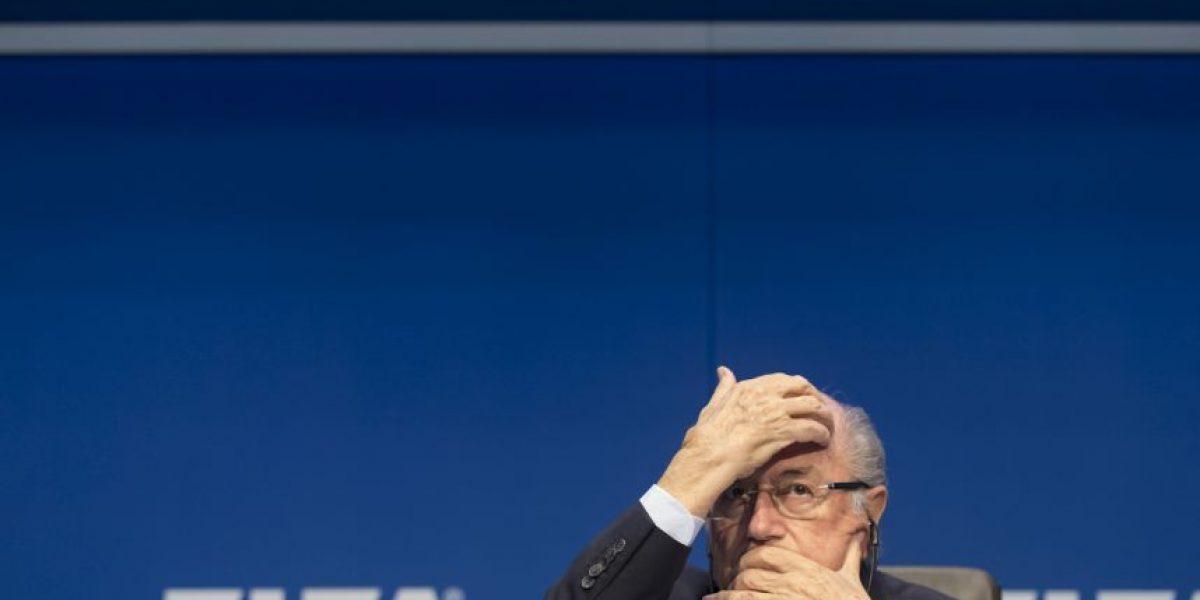 Joseph Blatter renuncia como presidente de la FIFA