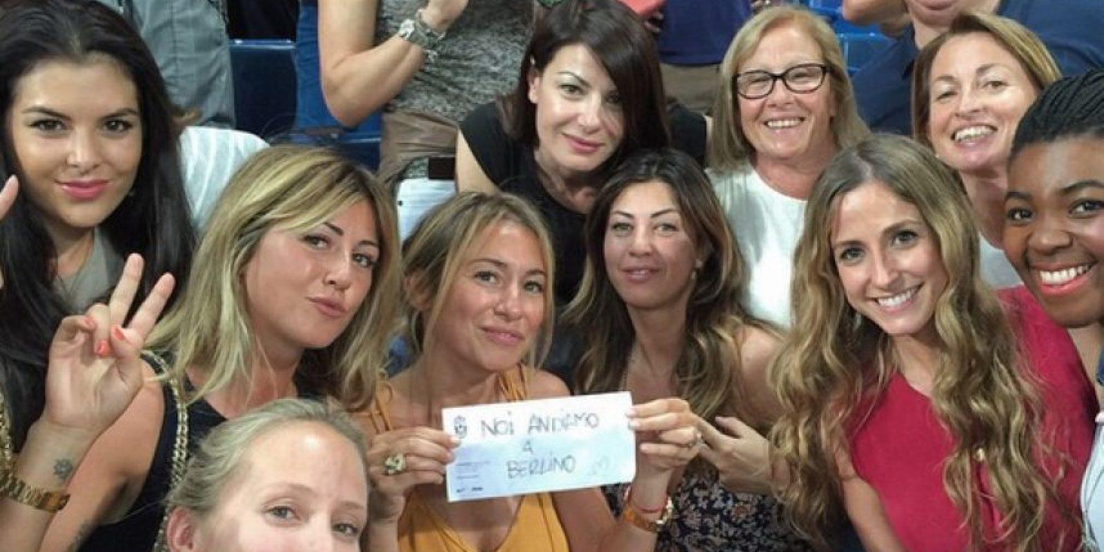 """5. Van a los estadios a ver a sus parejas / Las """"WAGS"""" de la Juventus. Foto:Instagram.com/veronicazimbaro"""