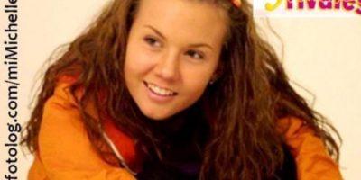 """Michelle Vieth era """"Laura González"""", la seria y emprendedora estudiante de clase media. Foto:vía Canal de las Estrellas"""