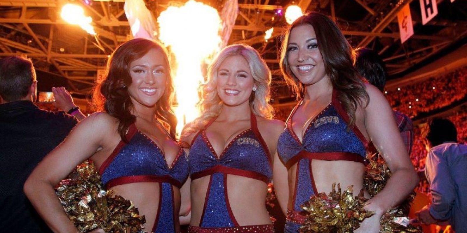 """Está integrado por 17 """"bellas, entusiastas y talentosas bailarinas"""", como describen en su página oficial. Foto:facebook.com/CavalierGirls"""