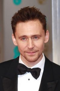 Con otro doble enigmático y fino: Tom Hiddleston, el famoso actor británico. Foto: vía Getty Images