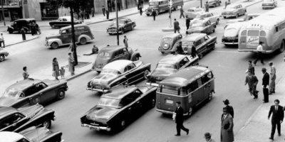 La calle 19 con carrera 8 a mediados de los años 50 lucía así. Foto:Fabeook / Fotos Antiguas Bogotá