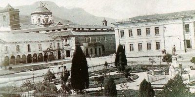 Una de las primeras imágenes de la Plaza de Bolívar (1886). Foto:Fabeook / Fotos Antiguas Bogotá