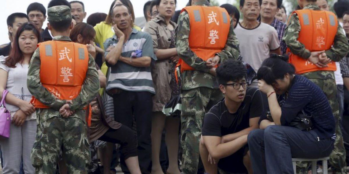 Familiares de la víctimas del barco hundido en China se manifiestan